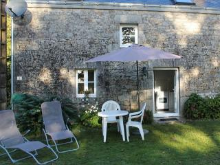 Lovely 2 bedroom Guern Gite with Internet Access - Guern vacation rentals