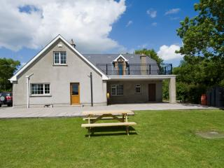 Excellent Country Home accessible to City - Dublin vacation rentals