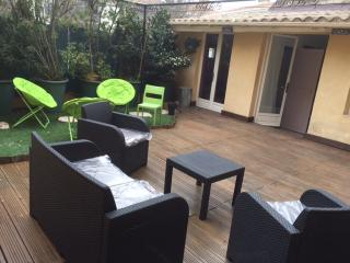 BEL APPARTEMENT AVEC TERRASSE AU CENTRE D'AIX - Aix-en-Provence vacation rentals