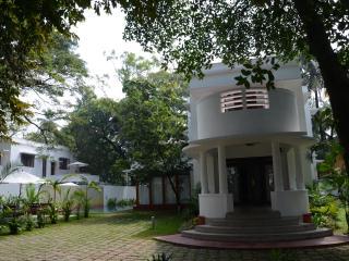Charming 3 bedroom Ernakulam Villa with Microwave - Ernakulam vacation rentals