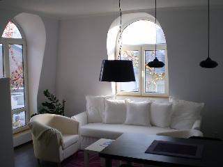 Cozy 1 bedroom Apartment in Plovdiv with Internet Access - Plovdiv vacation rentals