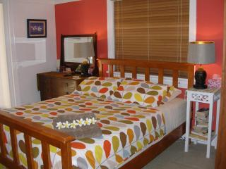 Queen bedroom - Manly vacation rentals