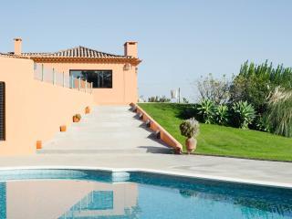 Adorable 4 bedroom Villa in Malveira da Serra with Deck - Malveira da Serra vacation rentals
