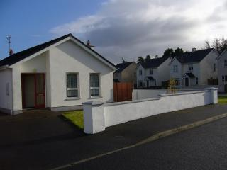 2 bedroom Bungalow with Washing Machine in Foxford - Foxford vacation rentals