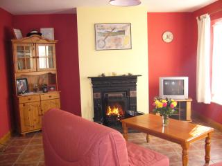 Comfortable 2 bedroom Bungalow in Foxford with Parking Space - Foxford vacation rentals