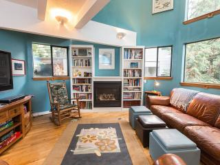 Cozy 3 bedroom House in Seattle with Deck - Seattle vacation rentals