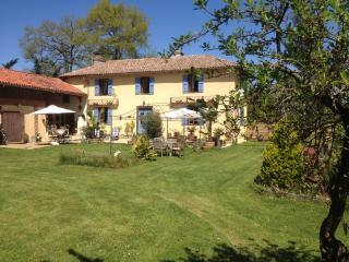 Chambres et Table d'Hôtes Domaine Le Chec - Saint-Ost vacation rentals