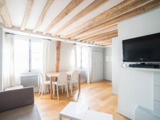 St Anne: Fantastic 2BR and 2BA apartment -Opera area - Paris vacation rentals