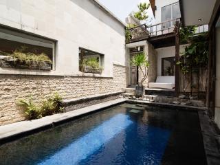 Villa Naree 2 with pool, Batubelig, Seminyak - Kuta vacation rentals