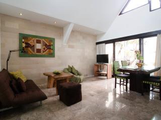 Villa Naree 1 with pool, Batubelig, Seminyak - Kuta vacation rentals