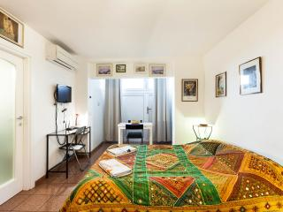 Bright 1 bedroom Apartment in Rome with Internet Access - Rome vacation rentals
