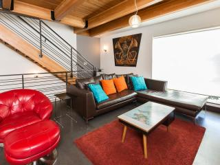 Modern Architectural - 3br / 2.5ba parking / Walli - Seattle vacation rentals