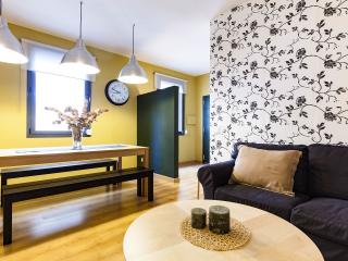 Beautiful Apt at Gracia, 4 min. PASSEIG DE GRACIA - Barcelona vacation rentals