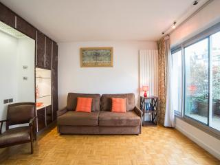 Elegant studio with balcony overlooking Pantheon - Paris vacation rentals