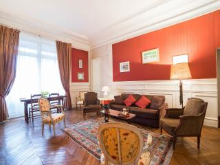 Spacious 1 Bedroom near Musee d'Orsay, 7th arr. - 7th Arrondissement Palais-Bourbon vacation rentals