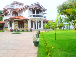 Sri Lagoon Villa Negombo doubleroom with breakfast - Negombo vacation rentals