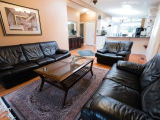 Bright and spacious 3 bedroom house - Toronto vacation rentals