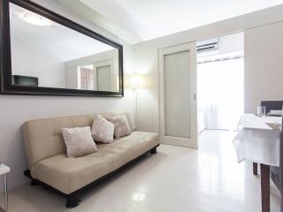 Pleasant Vacation Across MOA - Manila vacation rentals