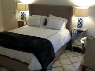 MASON MARCHE  TRE CHIC !!  WALK TO CENTRAL  PARK - New York City vacation rentals
