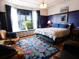 Comfortable Bed and Breakfast with Internet Access and Balcony - Toronto vacation rentals