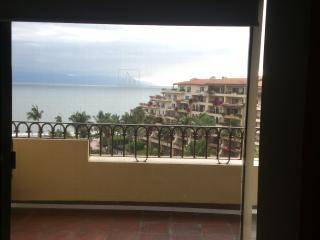 hermoso penthouse frente al mar - Puerto Vallarta vacation rentals