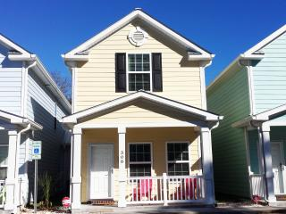 BEAUTIFUl BEACH STYLE COTTAGE, ONE BLOCK TO BEACH - Myrtle Beach vacation rentals