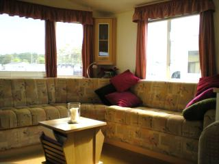2-bedrooms nr Bournemouth (in Highcliffe, sleeps 6) - Barton-on-Sea vacation rentals