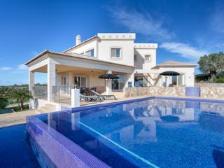 4 bedroom Villa with Internet Access in Estombar - Estombar vacation rentals