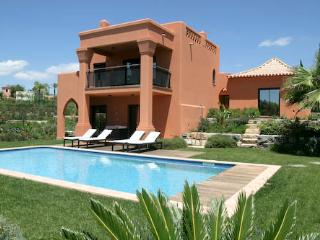 Spacious Villa with Internet Access and A/C - Alcantarilha vacation rentals