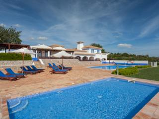 Casa Cahombo, 5 bedroom rate for 7-10 persons - Cerca Velha vacation rentals