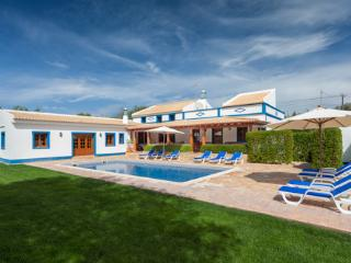 Charming Villa with Internet Access and A/C - Cerca Velha vacation rentals