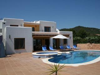 Perfect 4 bedroom Ibiza Villa with Internet Access - Ibiza vacation rentals