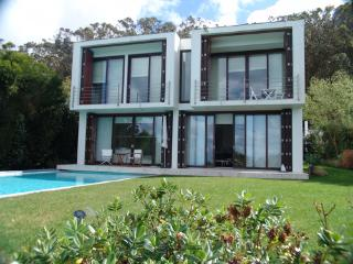 Beautiful Villa in Azoia with Private Outdoor Pool, sleeps 1 - Azoia vacation rentals