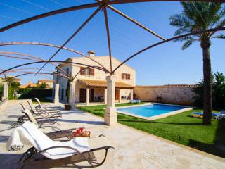 5 bedroom Villa with Internet Access in Es Llombards - Es Llombards vacation rentals