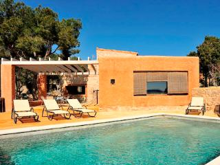 Lovely 5 bedroom Cas Concos Villa with Private Outdoor Pool - Cas Concos vacation rentals