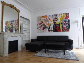 Superior Two Bedroom Flat in the center of Paris - Paris vacation rentals