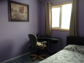 Nice House with Washing Machine and Television - Edmonton vacation rentals