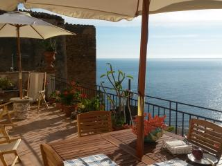 Cozy 2 bedroom House in Castel di Tusa with Internet Access - Castel di Tusa vacation rentals