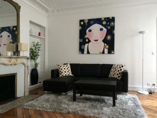Deluxe Two Bedroom Flat in the center of Paris - Paris vacation rentals