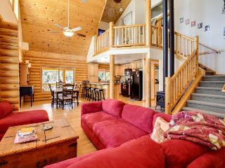 Spacious log cabin for 10 w/private hot tub, weddings OK! - Cascade vacation rentals