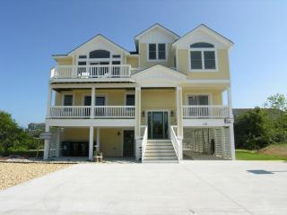 Spacious House with Deck and Internet Access - Duck vacation rentals