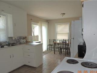 Beautiful 3 bedroom Cottage in Leamington with Dishwasher - Leamington vacation rentals