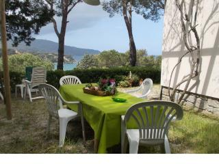 Nice Condo with Stove and Television - Procchio vacation rentals