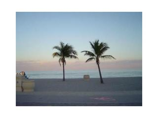 Budget+Comfy Hollywood Beach accomodation!! 50 - Hollywood vacation rentals