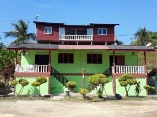 Keluarga Chalet Kuala Linggi Melaka (for Muslim) - Si Rusa vacation rentals