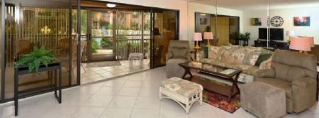 Bright, Spacious Living Area - Firethorn 212 - Sarasota - rentals
