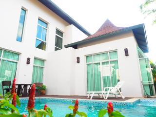 3 Bedrooms Nagawari Private Pool Villa -1 - Jomtien Beach vacation rentals