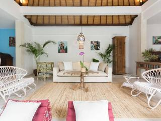 Tropical Artists Villa. Villa Nova - Pererenan vacation rentals
