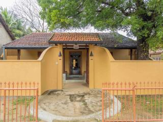 Nice Villa with Television and Satellite Or Cable TV - Jaffna vacation rentals