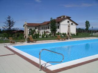 "suite ""Jardin de Bagatelle"" in villa in Monferrato - Villanova d'Asti vacation rentals"